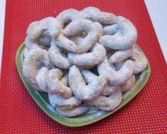 Cornulete fragede si vanilate (de post) - Bunătăți din bucătăria Gicuței Peach Cookies, Romanian Food, Scones, Biscotti, Food And Drink, Cooking, Peaches, Christmas, Deserts