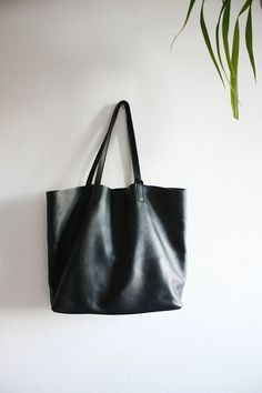 LILA Large Everyday Black Leather Tote Bag di MISHKAbags su Etsy