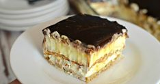 This easy graham cracker eclair cake recipe an easy, no bake dessert that's sure to impress the family every time! Easy Eclair Recipe, Eclair Cake Recipes, Easy No Bake Desserts, Delicious Desserts, Dessert Recipes, Food Cakes, Cupcake Cakes, Chocolate Eclair Cake, Chocolate Glaze