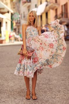 FLARE & FLORAL DRESS #tuulavintage