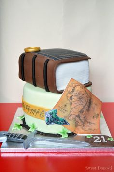 OMG this LOTR cake is awesome! I totally want this cake for my next bday party! Beautiful Cakes, Amazing Cakes, Lord Of The Rings, Lord Rings, Hobbit Cake, Hobbit Party, Ring Cake, Book Cakes, Food N