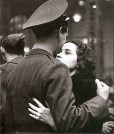 The Long Goodbye~ (by Alfred Eisenstaedt) The photos made by LIFE's Alfred Eisenstaedt in April 1943 at the height of the Second World War, capture true romance — its agonies, its resilience — in ways. Vintage Romance, Vintage Love, Vintage Couples, Cute Couples, Digital History, The Long Goodbye, Old Fashioned Love, Felicity Jones, She Is Fierce