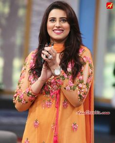 #MadehaNaqvi #GeoKahani #Smile #MorningShow #Pakistan #Fashion #ShalwarKameez #ApnaFashion