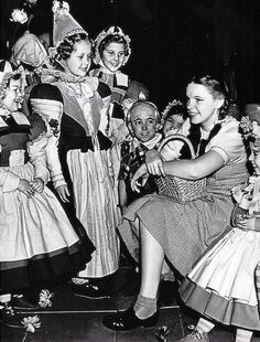 Forum or message board to discuss all topics related to Laos and Judy Garland. Also Judy Garland information and pictures. Wizard Of Oz Quotes, Wizard Of Oz Movie, Wizard Of Oz 1939, Judy Garland, Old Movies, Great Movies, Classic Hollywood, Old Hollywood, The Worst Witch