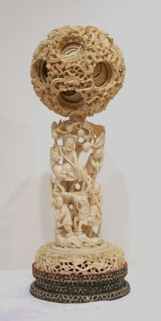 boule de canton ivoir… Art Nouveau, Canton, Art Asiatique, Art En Ligne, Objet D'art, Diy Arts And Crafts, Chinese Art, Wood Carving, Oeuvre D'art