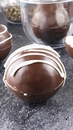 Hot Chocolate Gifts, Christmas Hot Chocolate, Chocolate Bomb, Hot Chocolate Recipes, Hot Chocolate And Marshmallows, Chocolate Videos, Hot Cocoa Recipe, Homemade Hot Chocolate, Chocolate Treats