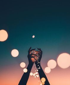 Nice two tone background with well positioned hands and lights Bryan Adam Castillo ( Fairy Light Photography, Dance Photography, Artistic Photography, Creative Photography, Portrait Photography, Simplicity Photography, Photography Aesthetic, Merry Christmas Friends, Grafik Design