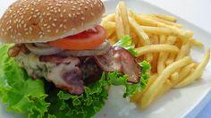 dicas e truques na cozinha : hamburguer com bacon e queijo-   Burger with bacon...