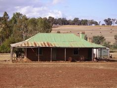 Old Australian Farmhouse, only straw bale with floor legnth windows for solar gain Abandoned Farm Houses, Old Farm Houses, Old Buildings, Abandoned Buildings, Australian Farm, Cracker House, Australia House, Natural Homes, Australian Architecture