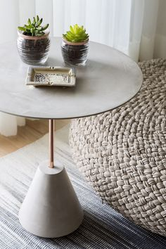 Trial run with double-sided tape to determine location for top plates.Easy Cement Side Table with Removable Legs – DIY Furniture Studio Concrete Table, Concrete Furniture, Diy Furniture, Beton Design, Concrete Design, Concrete Crafts, Concrete Projects, Diy Home Crafts, Diy Home Decor