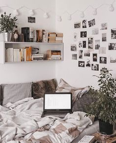 Maria (@mariathewitch) • Instagram photos and videos Warm Bedroom, Room Ideas Bedroom, Modern Bedroom, Stylish Bedroom, Wall Decor For Bedroom, Contemporary Bedroom, Teen Bedroom, Photos In Bedroom, Bedroom Wall Ideas For Teens