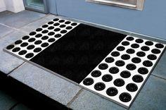 Feet-back 2 Fußmatte aus Edelstahl von Radius Design