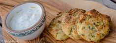 Cuketové placičky sFetou vznikly díky mé nově objevené lásce k tomuto řeckému sýru. Vplacičkách se Feta rozpeče a dá placičkám skvělou chuť. Mashed Potatoes, Spicy, Vegetarian, Cheese, Vegan, Ethnic Recipes, Food, Whipped Potatoes, Smash Potatoes