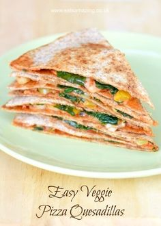 Easy vegetarian pizza quesadilla recipe - a quick and healthy lunch idea that is ready in just 5 minutes
