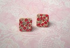 Ohrstecker Holzknopf Muster rot grau Retro Quadrat von MiMaKaefer auf DaWanda.com