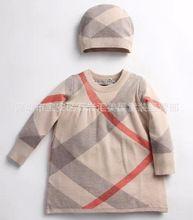 Yeni doğan bebek kız kazak kış giysi yılbaşı marka ekose britsh tarzı uzun kollu rahat kazak kıyafet seti bluz + şapka(China (Mainland))