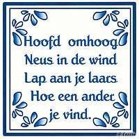 'Hoofd omhoog, Neus in de wind, Lap aan je laars Hoe een ander je vindt.' Love Life Quotes, Me Quotes, Funny Quotes, Happy Moments, Happy Thoughts, Dutch Words, Dutch Quotes, Cool Writing, True Words