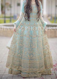 Pakistani Dresses Casual, Pakistani Wedding Dresses, Pakistani Dress Design, Trendy Dresses, Simple Dresses, Fashion Dresses, Kurti Designs Party Wear, Dress Designs, Frock Style Kurti