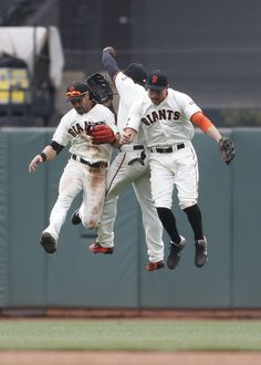 Just a couple of Giants jumpin' for joy Baseball Mascots, Baseball Boys, Giants Baseball, Better Baseball, Baseball Jerseys, Baseball Cards, San Fran Giants, My Giants, New York Giants