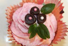 Corazón de fresa y chocolate con frosting de fresa