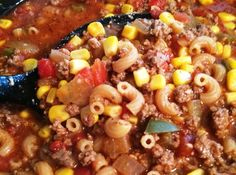 Old Fashioned American Goulash 2 pounds lean ground beef 1 large yellow onions, chopped 1 large green pepper, chopped 4 cloves garlic, chopped 3 cups beef broth Two 15-ounce cans tomato sauce Two 15-ounce cans diced tomatoes 1 tablespoon Italian seasoning 1 tablespoon oregano 3 bay leaves 2 tablespoons Worcestershire sauce ½ teaspoon salt ½ teaspoon garlic powder ½ teaspoon pepper 2 15-ounce cans yellow corn, drained 2 cups elbow macaroni, uncooked 1/3 parmesan cheese