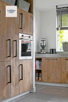 Kaasplanken Keuken Geldermalsen - Schoonhoven Keukens & Interieur Modern Kitchen Diy, Modern Farmhouse Kitchens, Farmhouse Kitchen Decor, Kitchen On A Budget, Home Decor Kitchen, Diy Kitchen, Kitchen Interior, Home Kitchens, Brooklyn Kitchen