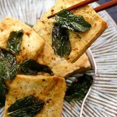 how to pan-fry crispy tofu Pork Belly Recipes, Tofu Recipes, Asian Recipes, Cooking Recipes, Chinese Recipes, Vegetarian Recipes, Pan Fried Tofu, Steamed Tofu, Crispy Tofu