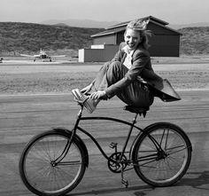 Annie Leibovitz, Cate Blanchett, Aviator (2004)
