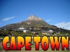 Pornim de pe malul Oceanului, din Camps Bay, un cartier elegant şi scump al oraşului cu o plajă cosmopolită, situat la poalele muntelui Lion's Head, străjuită de cei Doisprezece Apostoli şi urcăm pe Signal Hill, cel mai înalt punct din oraş, 350 m altitudine (Table Mountain are 1086 m) Vedem şi Stadionul Green Point, situat într-unul dintre cele mai atractive locuri din Cape Town (Fotografiile au fost făcute înainte de Campionatul Mondial de Fotbal 2010)
