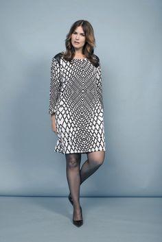 Graphic print dress | Black & White | Leatherlook | Fashion | Plussizefashion | Zwart & witte jurk
