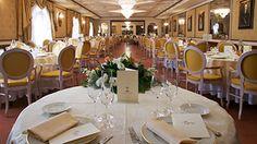"""Nel Castello il Ristorante """"I Due Mari"""" è un ambiente elegante ed informale, con una splendida terrazza a livello, con un fantastico affaccio sulla Costa Viola e sullo Stretto di Messina."""