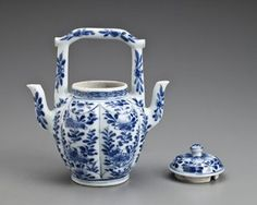 split ewer with double spout and lid Chinese 1662-1722 Kangxi period Qing dynasty