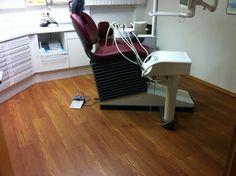 PVC-Designbelag in Holzplankenoptik Zahnarztpraxis