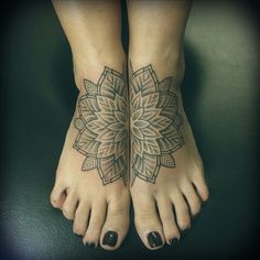 Mandala Tattoo on feet - 30+ Intricate Mandala Tattoo Designs  <3 !