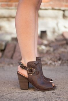 These adorable wedges pair with so many items! true to size. Cute Wedges, Cute Heels, Sock Shoes, Shoe Boots, Office Fashion Women, Wedge Shoes, Flat Shoes, Shoes Sandals, Women's Summer Fashion