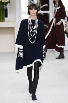 Chanel Ready-to-Wear - Autumn 2016 Look 60 White Fashion, Love Fashion, Runway Fashion, Autumn Fashion, Fashion Looks, Womens Fashion, Fashion Design, Fashion Trends, Style Fashion