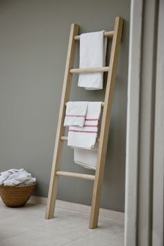 Wooden towel ladder