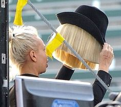 Image about love in ⚡️SIA⚡️ by Sia's unicorn on We Heart It Sia Singer, Sia Video, Sia Kate Isobelle Furler, Sia Music, Bird Set Free, Sia And Maddie, Just Keep Going, Maddie Ziegler, Music Lovers