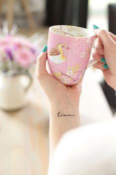 petit tatouage pour femme au poignet: un prénom