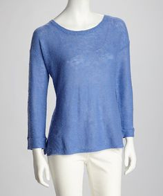 Looking for lightweight pieces that last? Confident and chic, this timeless long-sleeve top is designed to pamper thanks to its blend of soft linen and cotton. The slub knit finish and tacked sleeves complete the look of this classic.