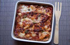 Les aubergines à la parmigiana ou la parmigiana d'aubergines sont (comme leur nom ne l'indique pas !) une recette traditionnelle du Sud de l'Italie...