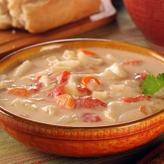 Sopa de caracol: Preparada con leche de coco, yuca, zanahoria, ajo, plátano verde, culantro. Es un plato exquisito y no muy fácil de preparar. Recomendado 100%