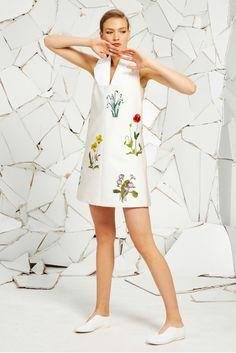 http://www.style.com/slideshows/fashion-shows/resort-2016/stella-mccartney/collection/7