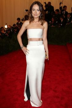 Olivia Wilde rocking the crop top gown with a flawless six pack on the red carpet