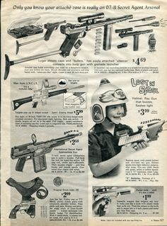 1967 Ad Lost in Space Helmet Ray Gun Toy Vintage 1967 Ad Advertisement Secret Agent Arsenal Advert Vintage Toys 1960s, Funny Vintage Ads, Old Advertisements, Retro Advertising, Retro Robot, Retro Toys, Space Toys, Baby Boomer, Childhood Toys