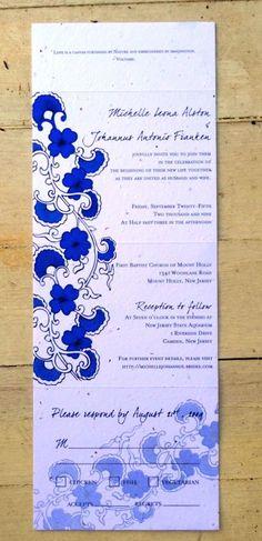 batik biru dan hitam pada kertas brief card