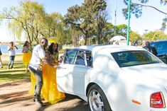 Bontle Bride Magazine is a wedding magazine with a flavour of culture featuring traditional weddings, tips and ideas. African Fashion Skirts, South African Fashion, My Wedding Planner, Wedding Blog, South African Traditional Dresses, Zulu Wedding, Traditional Wedding Attire, South African Weddings, Wedding Looks