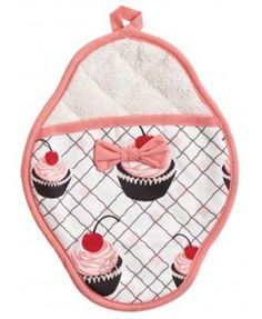 Cupcake pot mitt! Super cute-super great holiday present #holidaygifts #perfectgifts #inexpensivegifts
