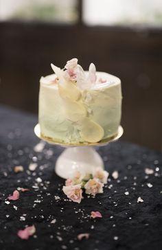 Kondiittorin kakkuvinkit – kuorrute, joka pysyy tyylikkäänä myös lämpimällä Panna Cotta, Deserts, Ethnic Recipes, Food, Dulce De Leche, Desserts, Eten, Postres, Dessert