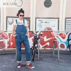 Fotografiamos los looks de El Raval, un barrio con carácter Overalls, Street Style, Pants, Fashion, Characters, Style, Trouser Pants, Moda, Urban Style